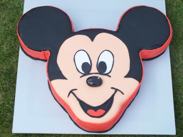 mickey mouse torte selber machen mit fondant. Black Bedroom Furniture Sets. Home Design Ideas
